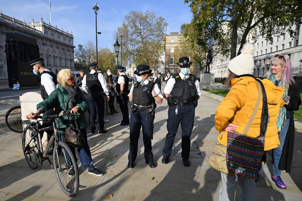 14 nabbed in anti-lockdown protest in southwest England