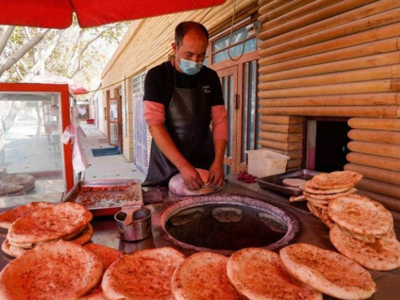 Xinjiang lifts last 10 poor counties out of poverty