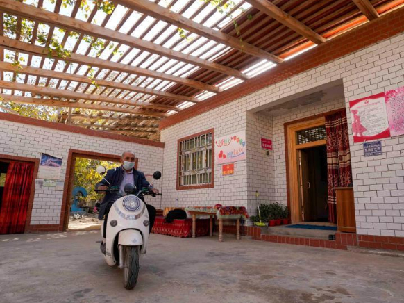 China Focus: China's Xinjiang shakes off absolute poverty