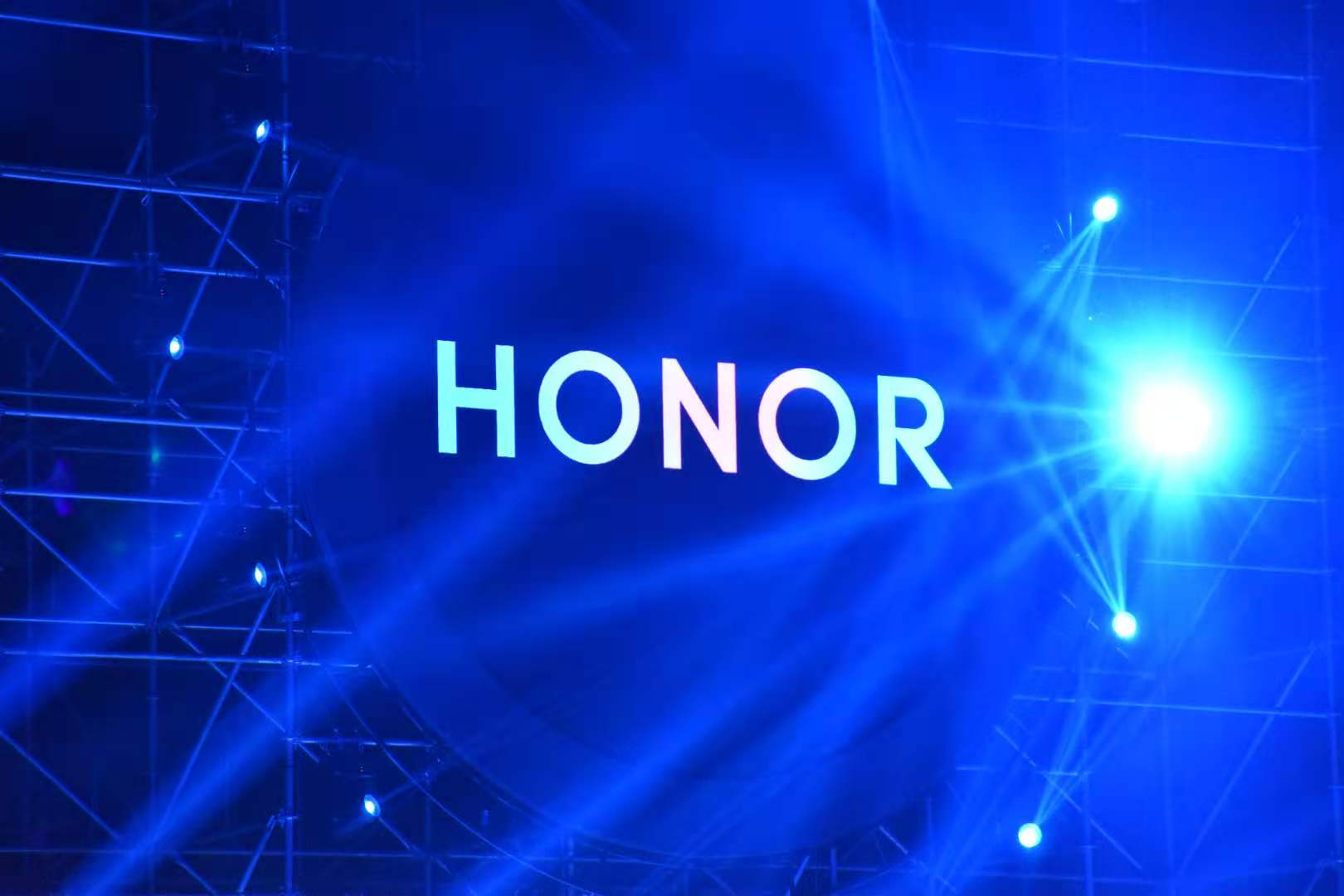 Huawei sells Honor brand in a bid to save Honor's industry chain