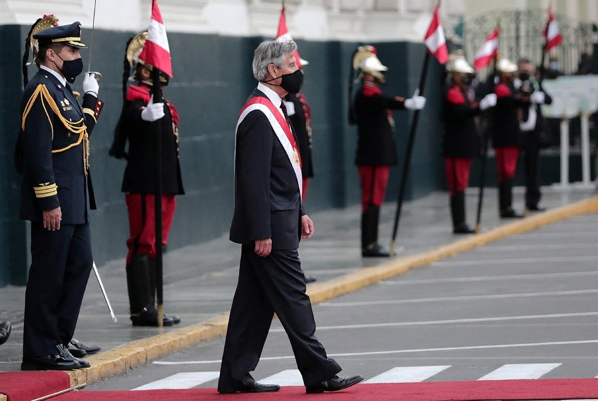 Peru's interim president sworn in