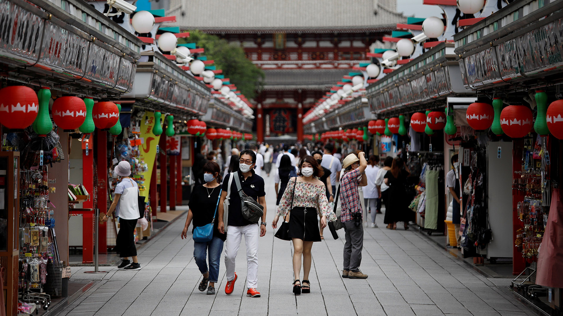 Tokyo raises virus alert to highest as daily COVID-19 cases set record