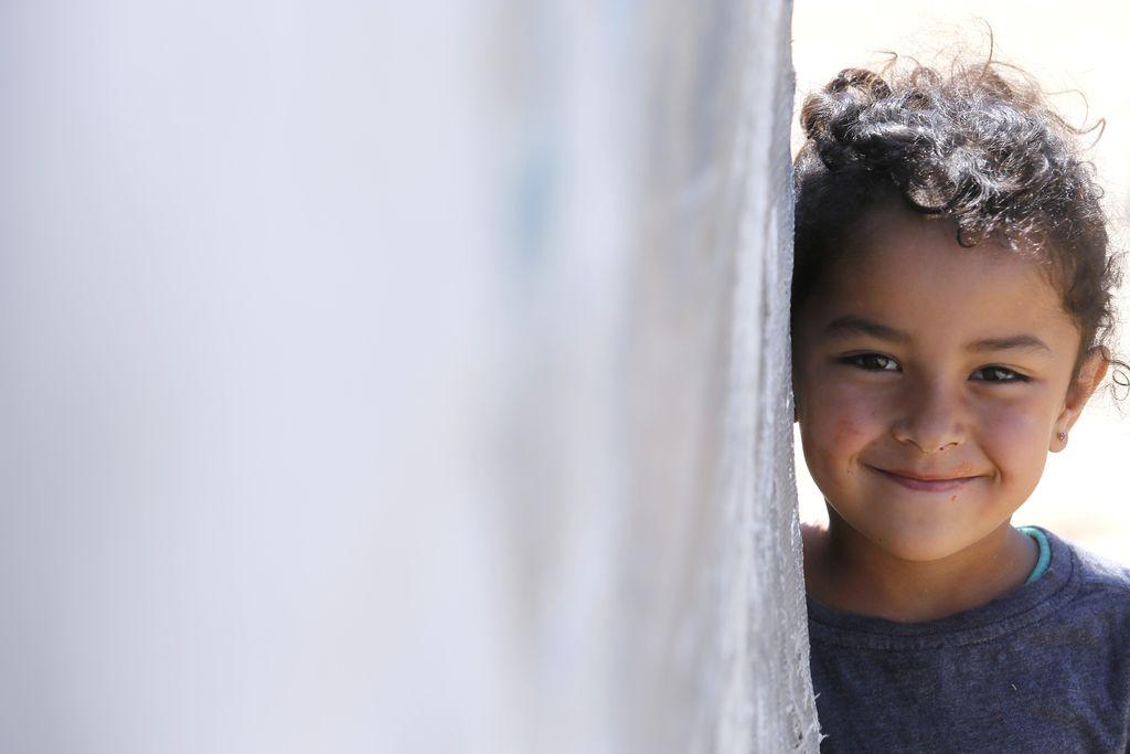 Feature: Syrian children pursue education despite danger