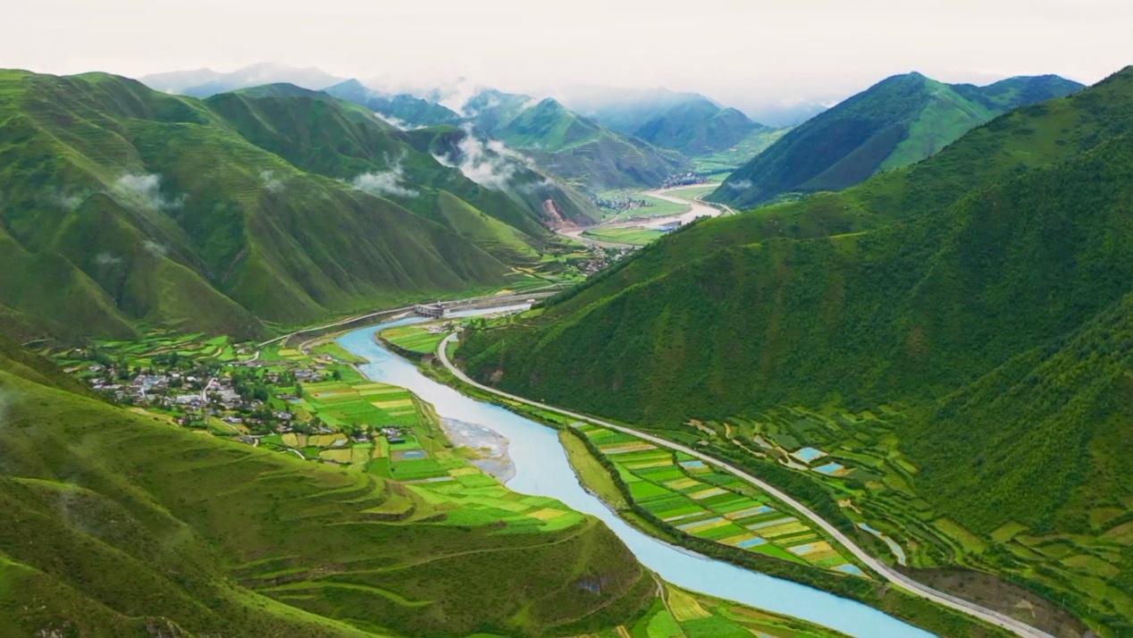 Gansu Tibetan village ends poverty by developing tourism