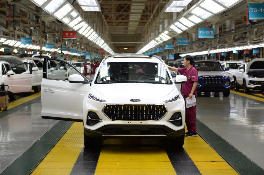 China's auto imports, exports further expand
