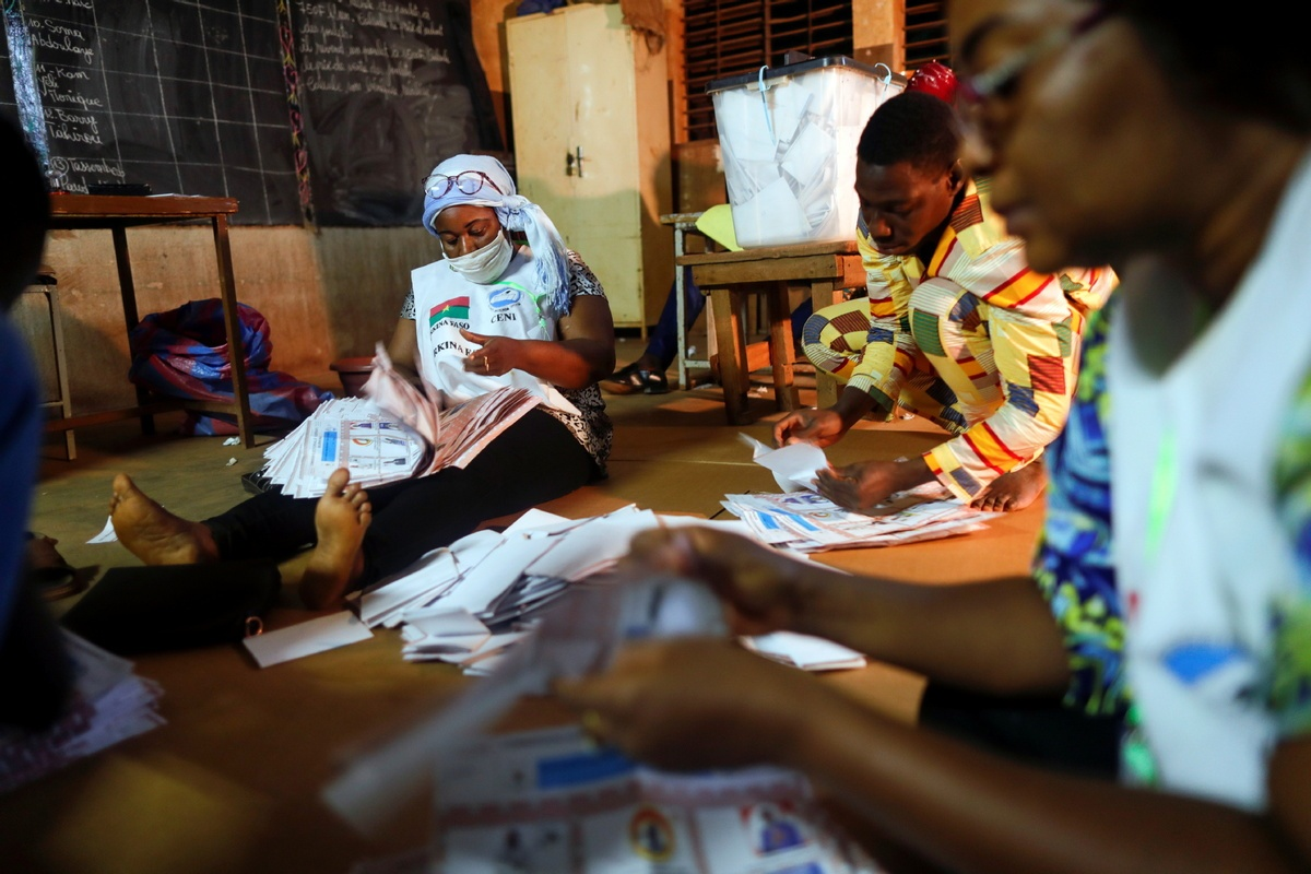 Vote counting gets underway in Burkina Faso national elections