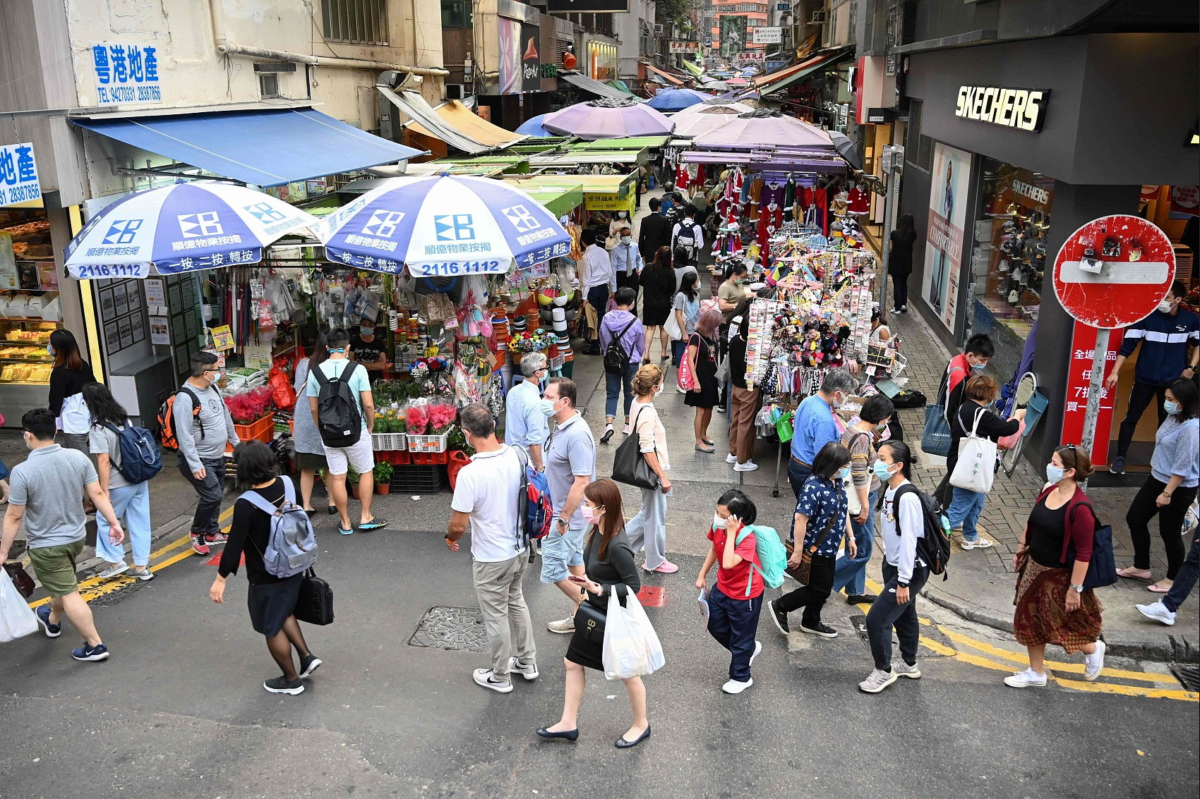 Hong Kong sees another new high of daily COVID-19 infections