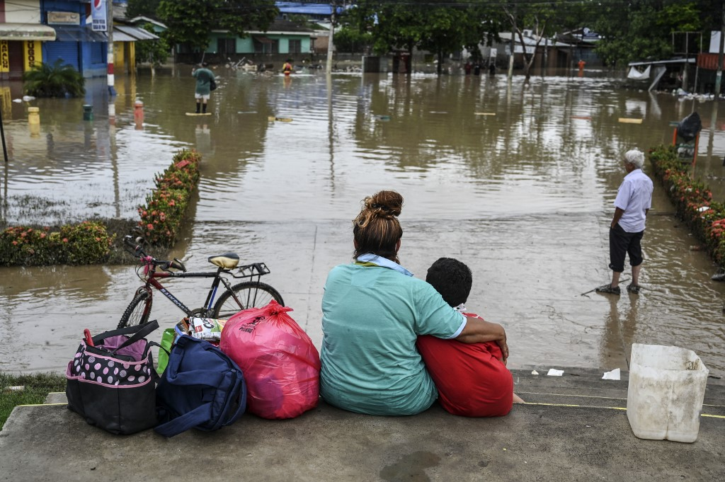 Hundreds of Honduran districts still flooded one week after Iota