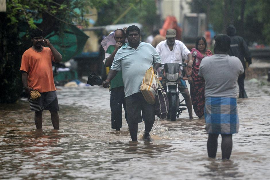 5 die as severe cyclone lashes southern India