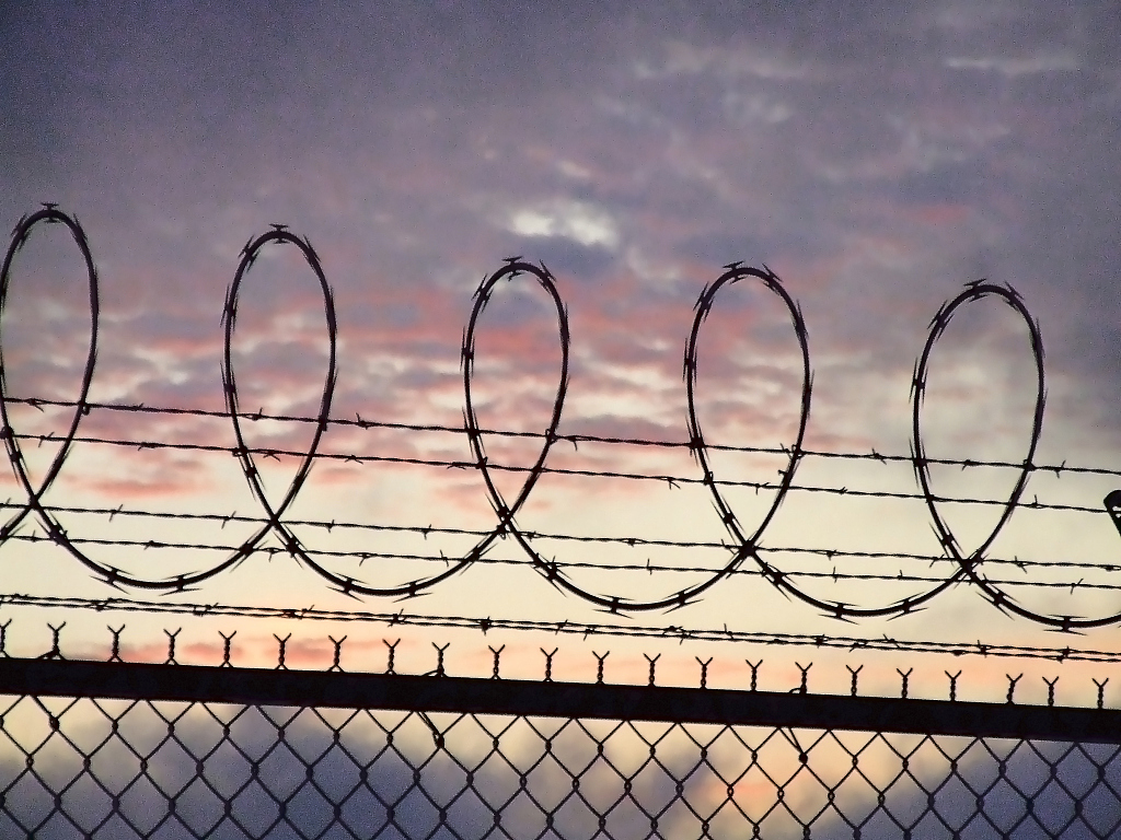 Hundreds of inmates riot in US Arizona prison