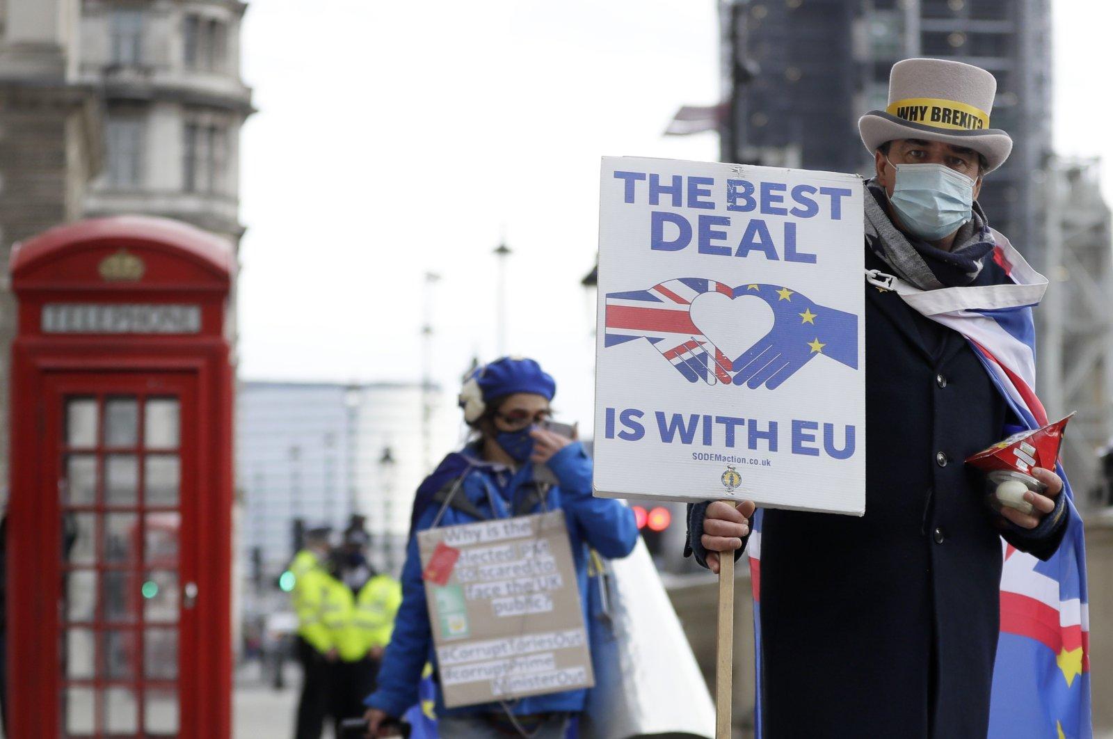 Brexit talks resume in London as clock ticks down