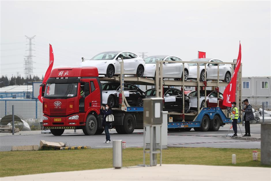 First shipment of China-made Tesla sedans reaches Europe