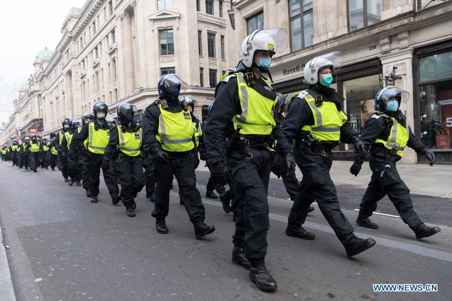 Over 60 nabbed amid clashes with police in anti-lockdown protests in London