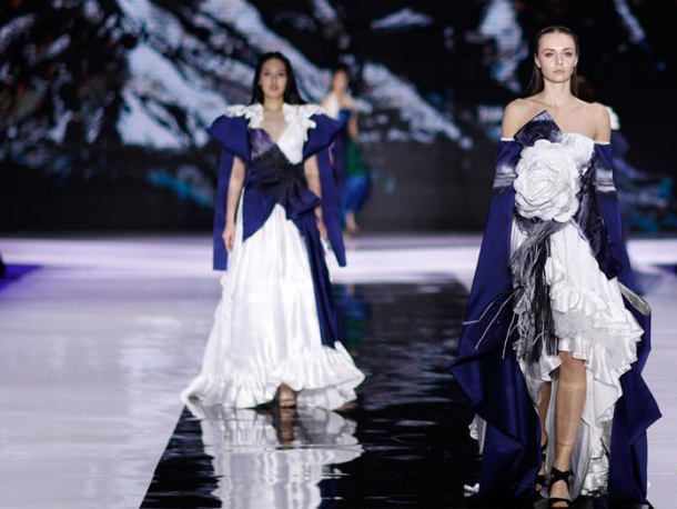 'Silk Road' fashion show staged in Qingdao