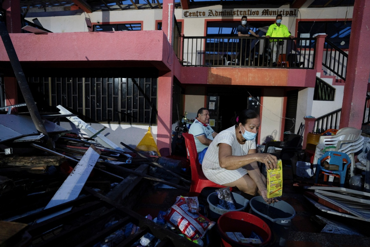 China chips in with help after hurricane horror