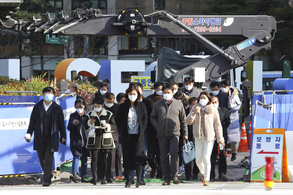 S. Korea's industrial output stays flat, with falling consumption, investment
