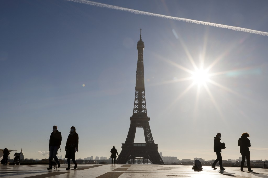 France sees further improvement in key COVID-19 indicators