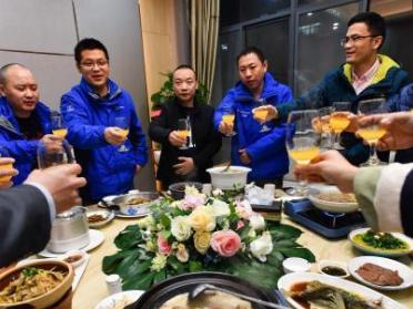 Special gathering for volunteers who worked at Leishenshan Hospital held in Wuhan