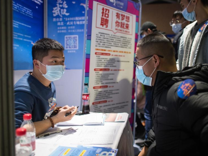 National colleage graduates employment and entrepreneurship promotion fair kicks off in Wuhan