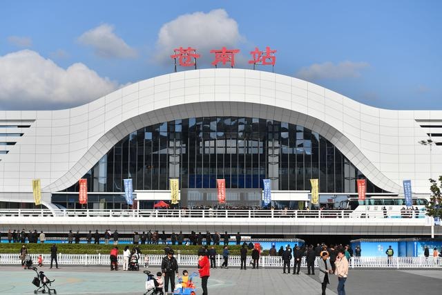 New High-speed Railway Station in E China officially put in use
