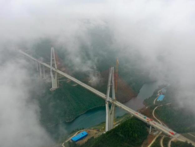 Main structure of Xiangjiang river grand bridge on Zunyi-Yuqing highway completed