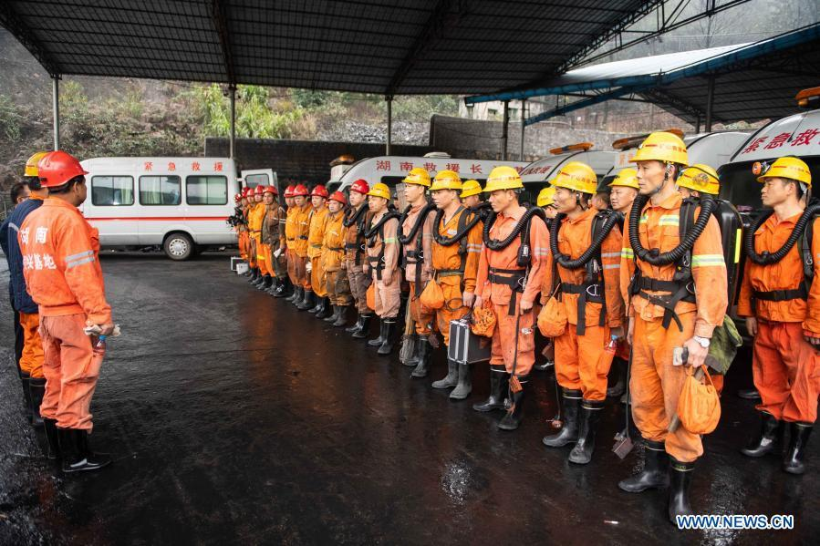 Rescuers enter mine shaft to reach trapped miners