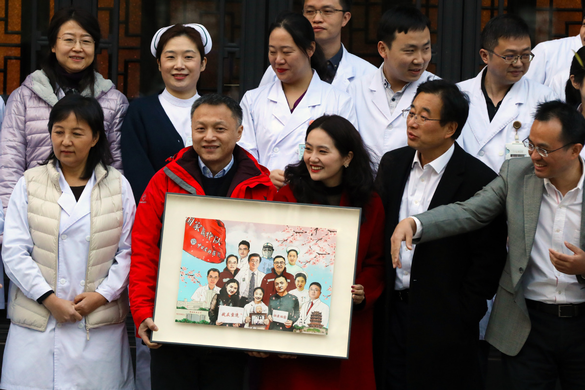 Once COVID-19 infected, Wuhan doctor thanks Beijing medics for helping save his life
