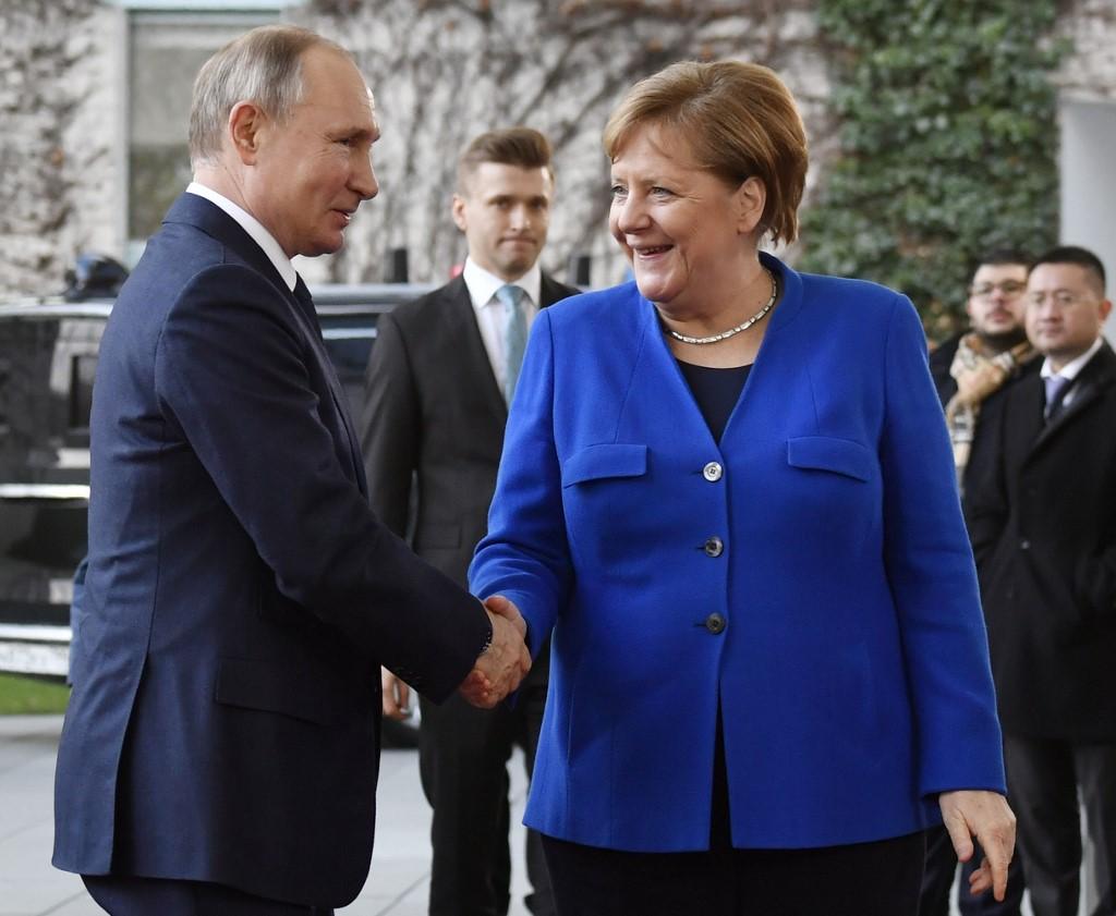 Putin, Merkel discuss situation in Nagorno-Karabakh