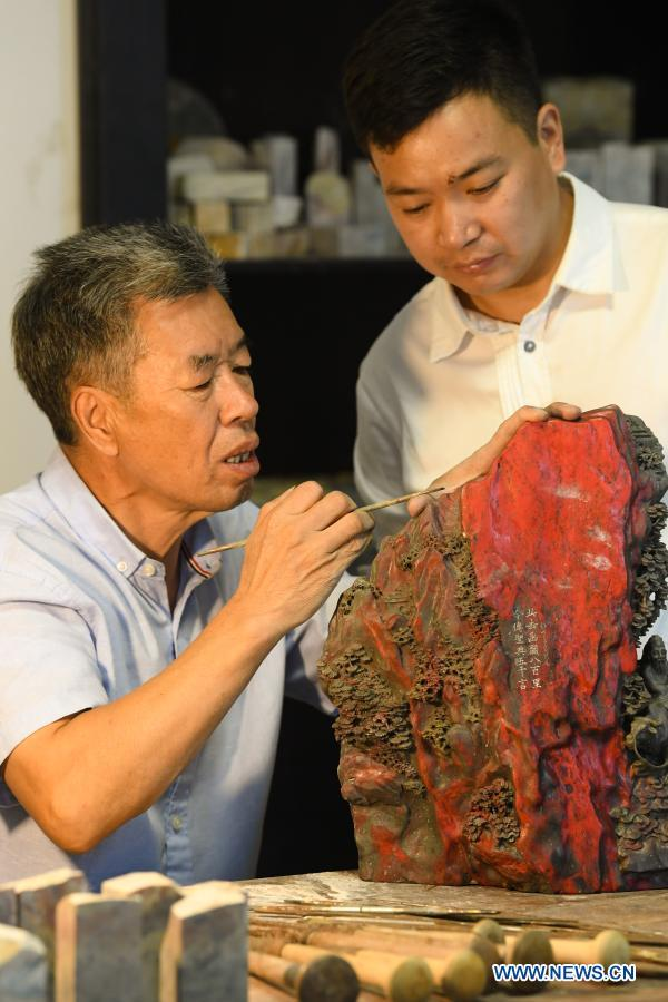 Jixue stone, highly sought-after material for making seals and carving handicrafts