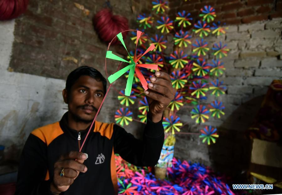 In pics: paper wheel toy seller in Jammu, Indian-controlled Kashmir