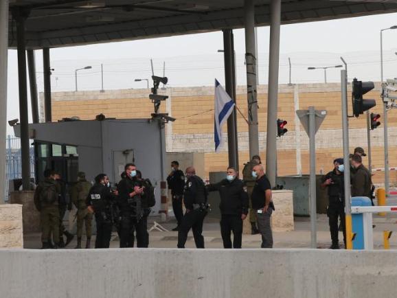 Israeli police raid sparks clash in West Bank, injuries 10