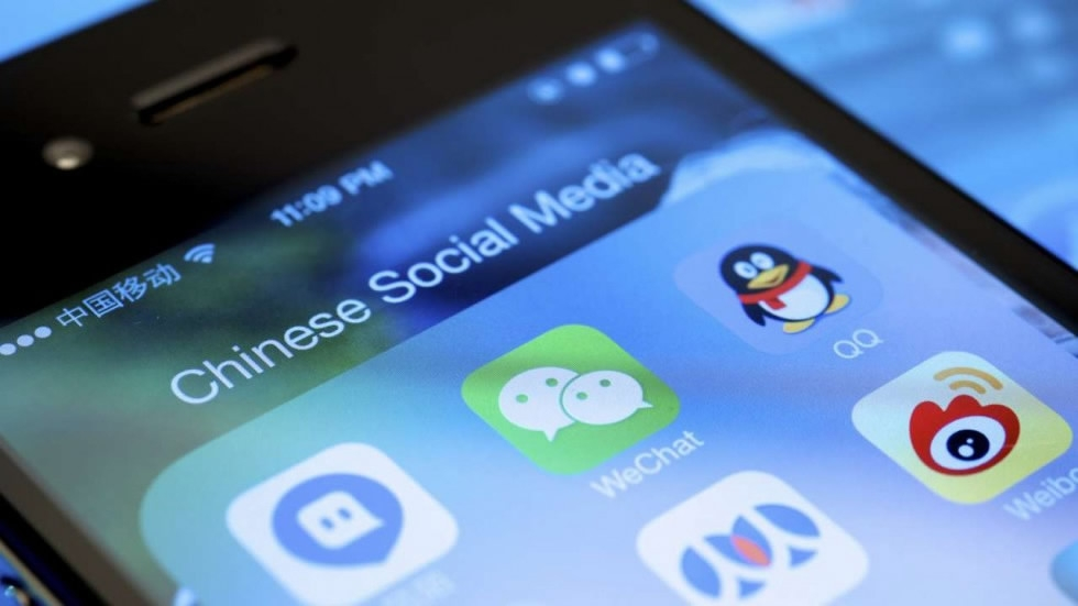 China removes 105 mobile apps from app stores