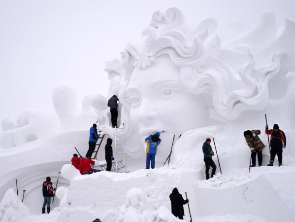 Snow sculptors process artwork in Harbin for upcoming exposition