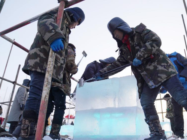 Workers lay ice bricks at construction site for 22nd Harbin Ice-Snow World