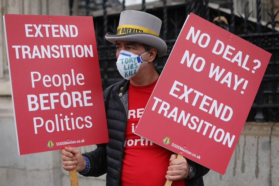 EU, UK set deadline for post-Brexit trade talks as positions remain 'far apart'