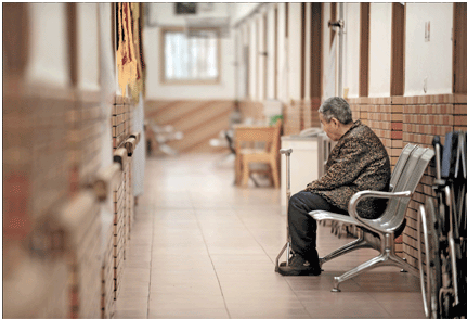 Across China: Shanghai community safeguards elderly living alone with smart devices