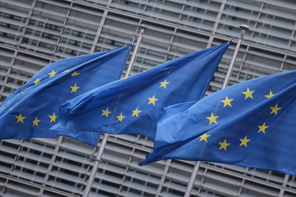 EU leaders agree climate target, budget after wrangles