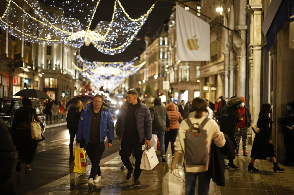 UK medical journals urge govt to keep virus curbs over Xmas