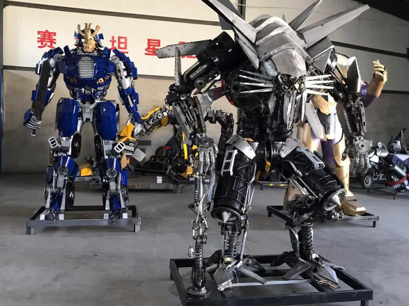 Young crfatsmen stun netizens with Transformers built out of used car parts