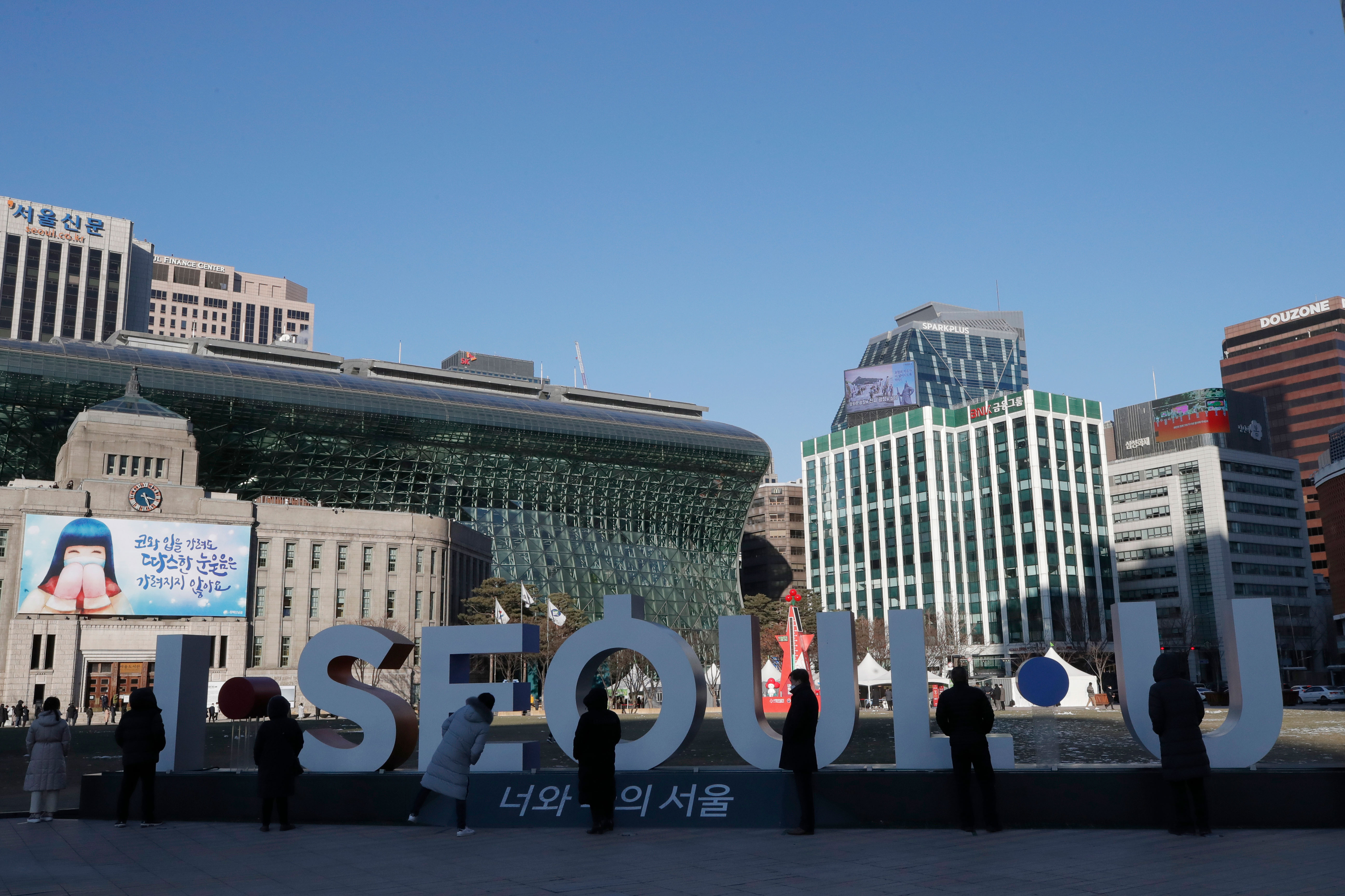 S. Korea's daily COVID cases above 1,000 for 3rd day; lockdown fears trigger panic buying