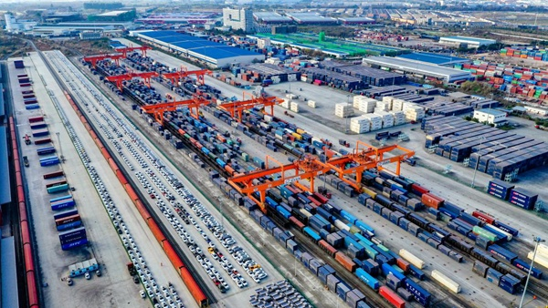 Railway port in Sichuan transports goods further, more efficiently