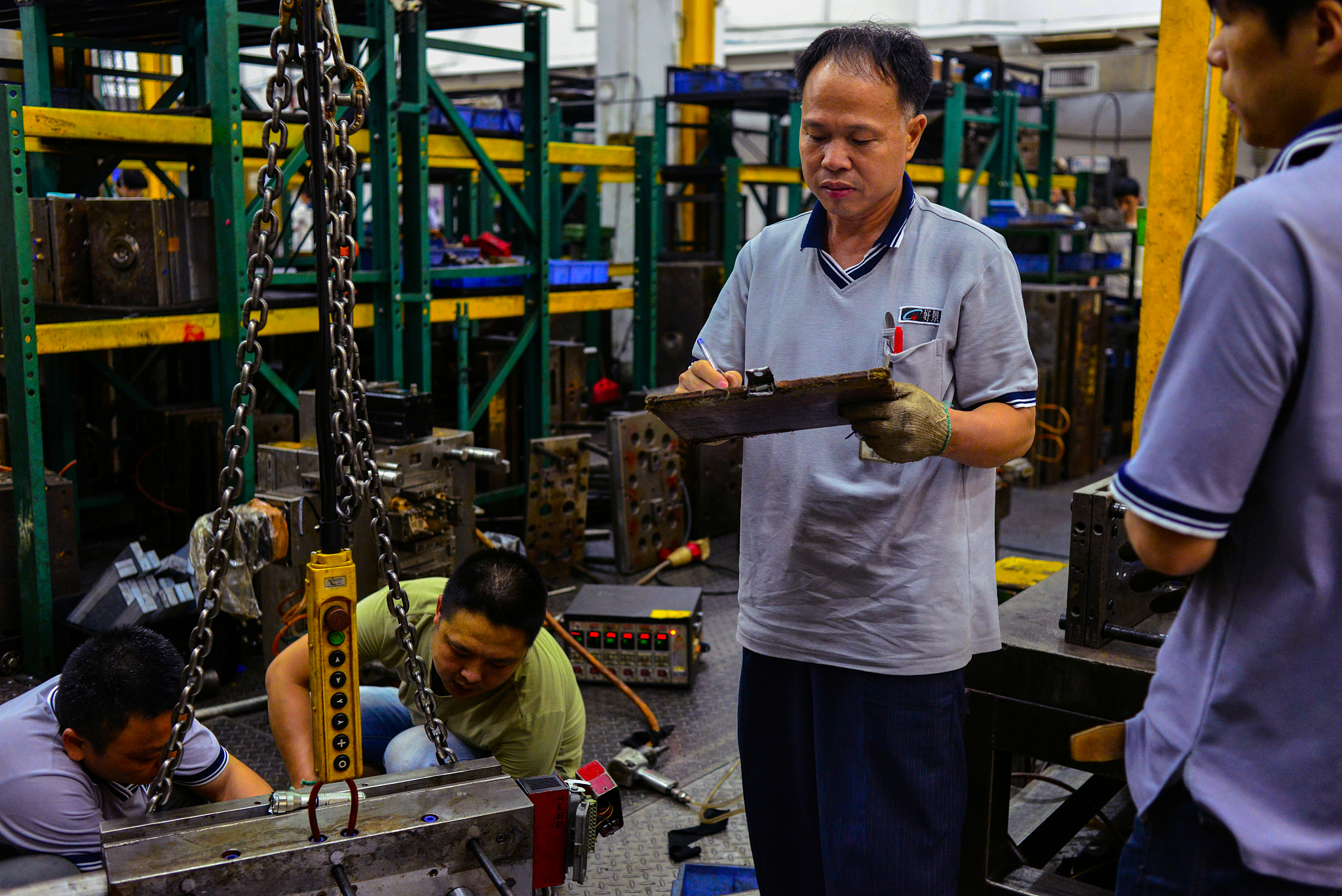 China moves to improve salaries of high-skilled technicians