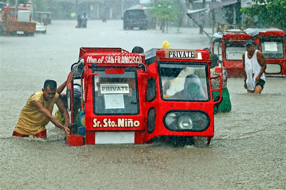 Thousands flee as heavy rains strike Philippines