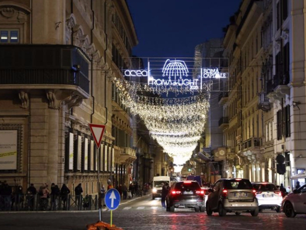 England, Italy brace for Christmas lockdowns