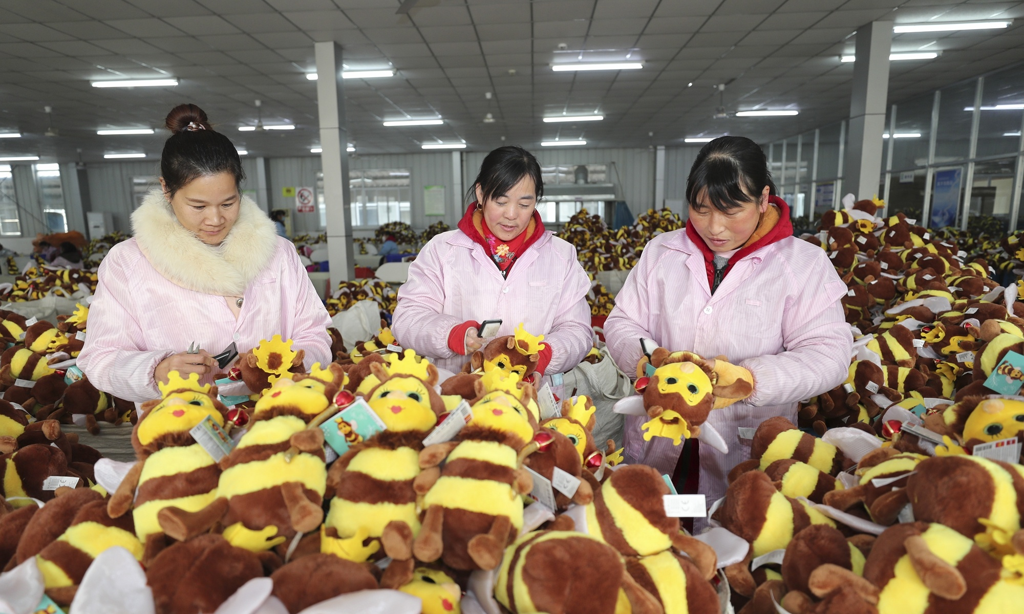 China's successful handling of COVID-19, adequate industrial chains guarantee world supply amid pandemic