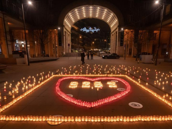 Candles lit to mourn victims die of COVID-19 in Budapest, Hungary
