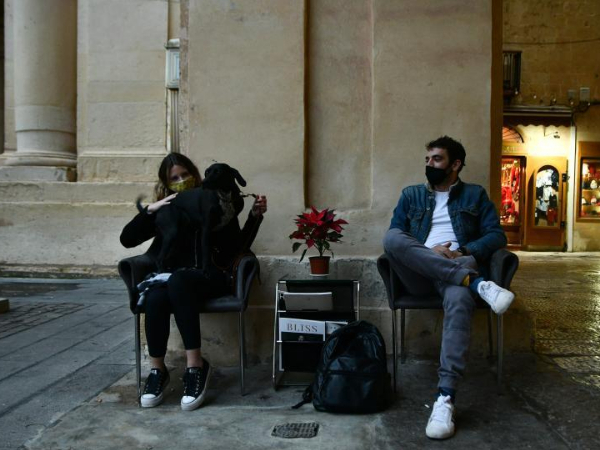 After gloomy year, Maltese retailers count on Christmas shoppers for survival