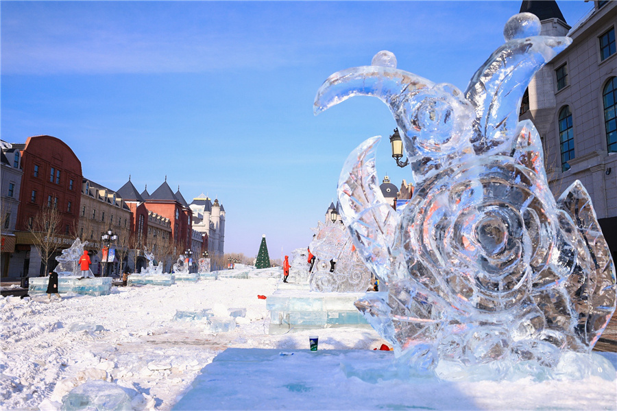 Students compete for coolest sculpture in ice