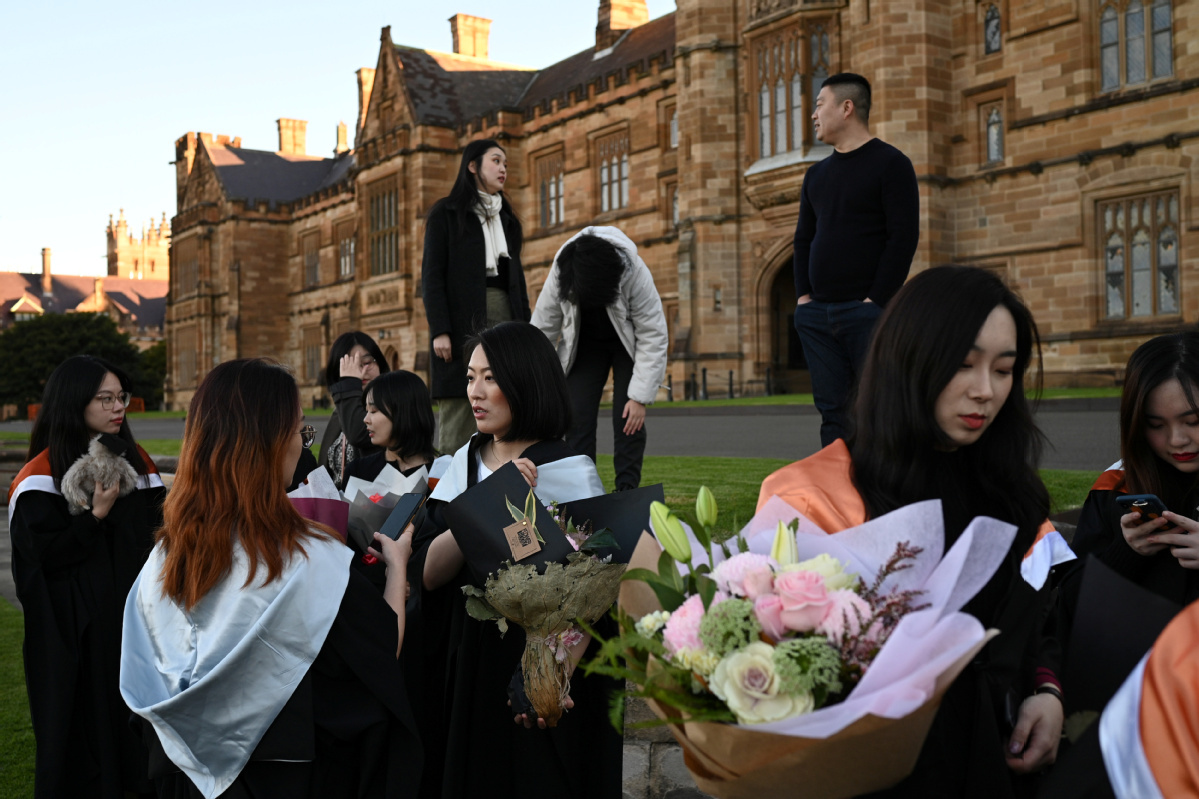 More Chinese students overseas look to return home
