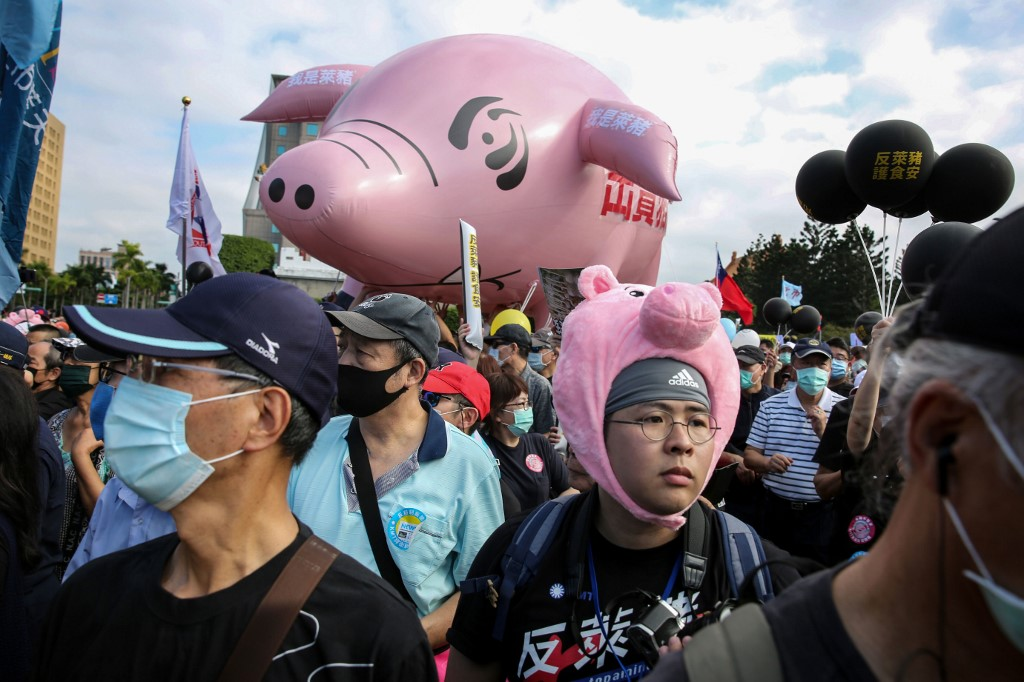 Taiwan to import problematic pork from US amid public dissent